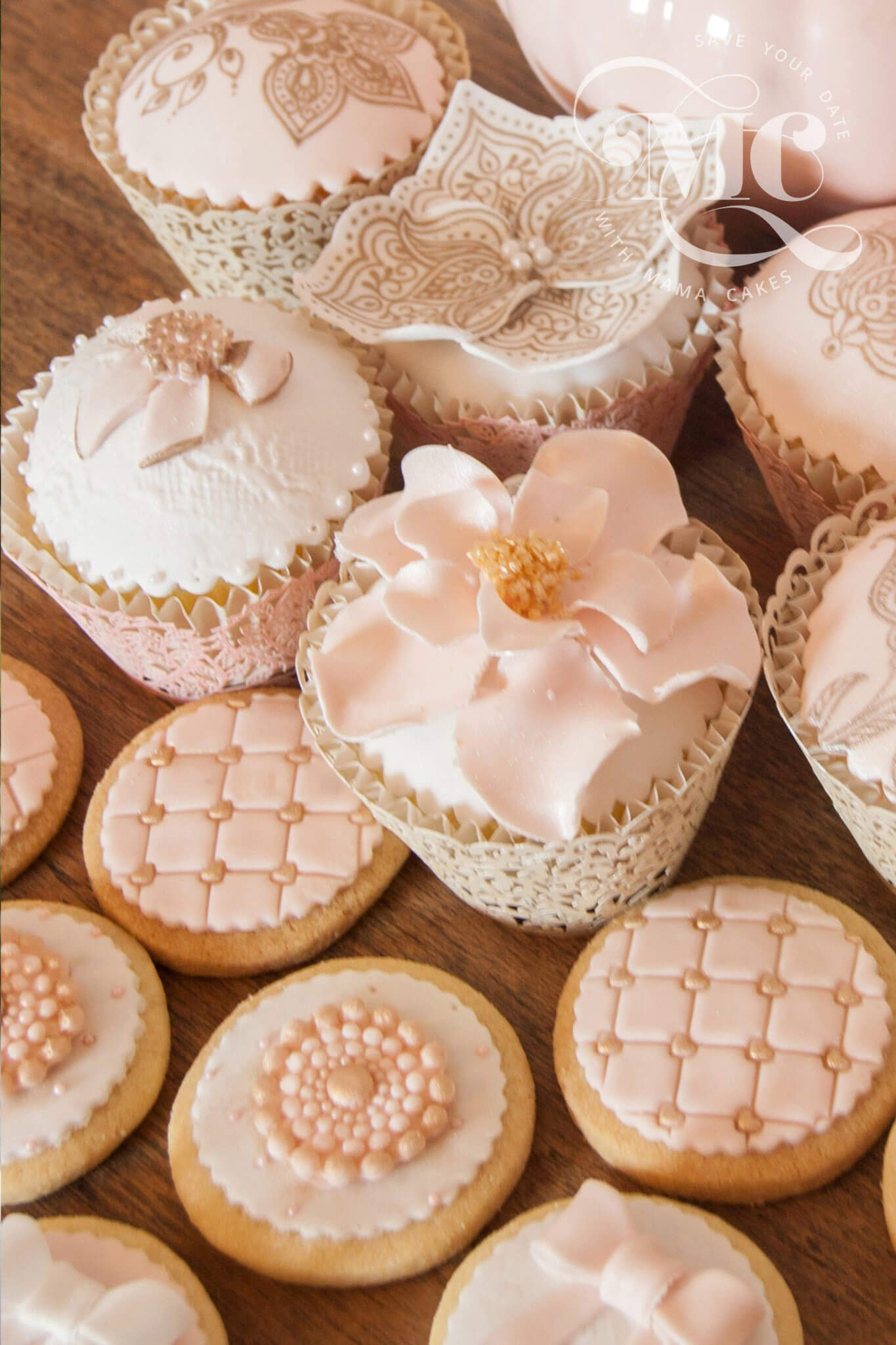 Luxury wedding cupcakes mama cakes cumbria luxury wedding cakes junglespirit Image collections