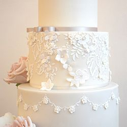 Mama Cakes Romantic lace wedding cake detail
