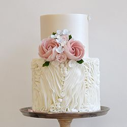 Mama Cakes Raffles wedding cake