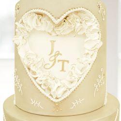 J&T monogram wedding cake detail by Mama Cakes Cumbria