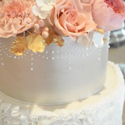 Lovely sequins wedding cake sugar gem details by Mama Cakes Cumbria