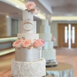 Sequins wedding cake by Mama Cakes Cumbria